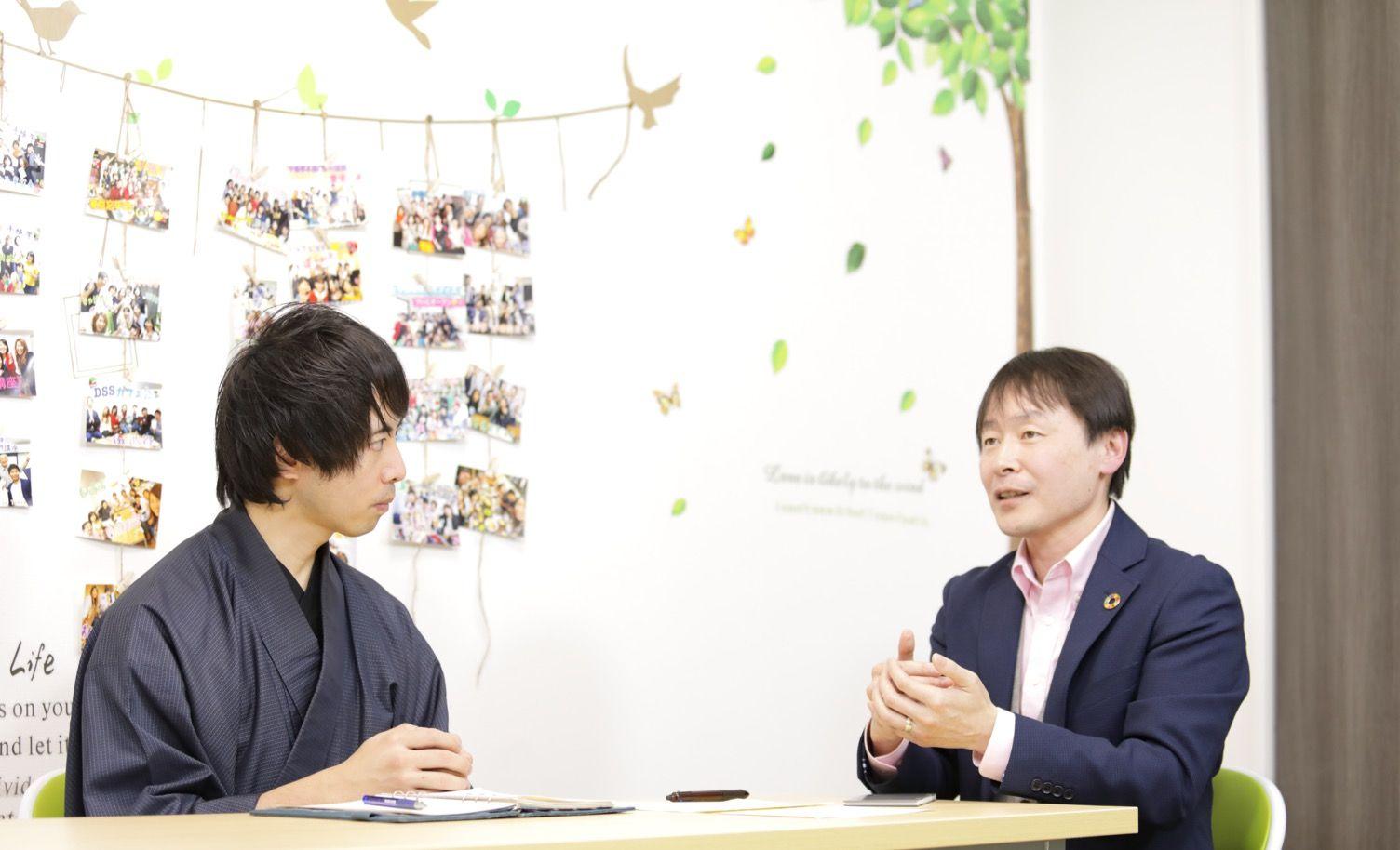 手帳學開発者の山本智章とシックスセカンズジャパン株式会社の三森朋宏氏との対談風景